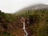На обратной дороге мы заметили, что огромный ледяной язык у водопада рухнул