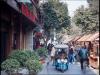 Улочки города Сиань пестрят товарами на любой вкус и цвет