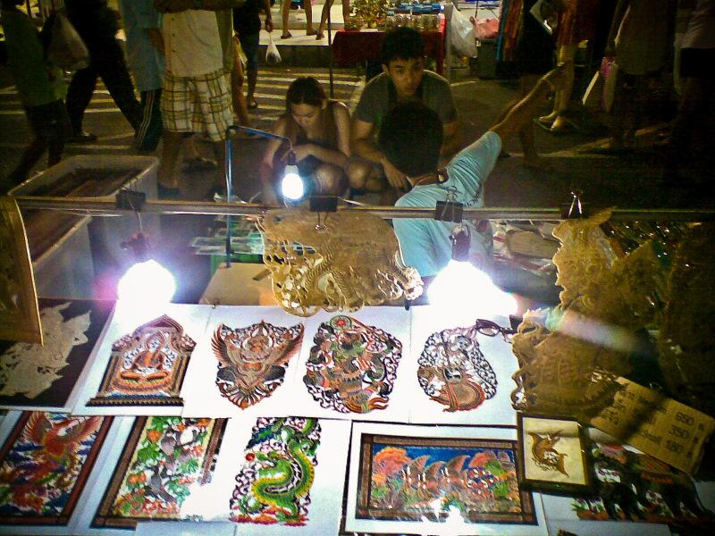 Ночные рынки. Таиланд. Выстукивание картин молотком