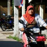 Мусульманские женщины на мотоцикле