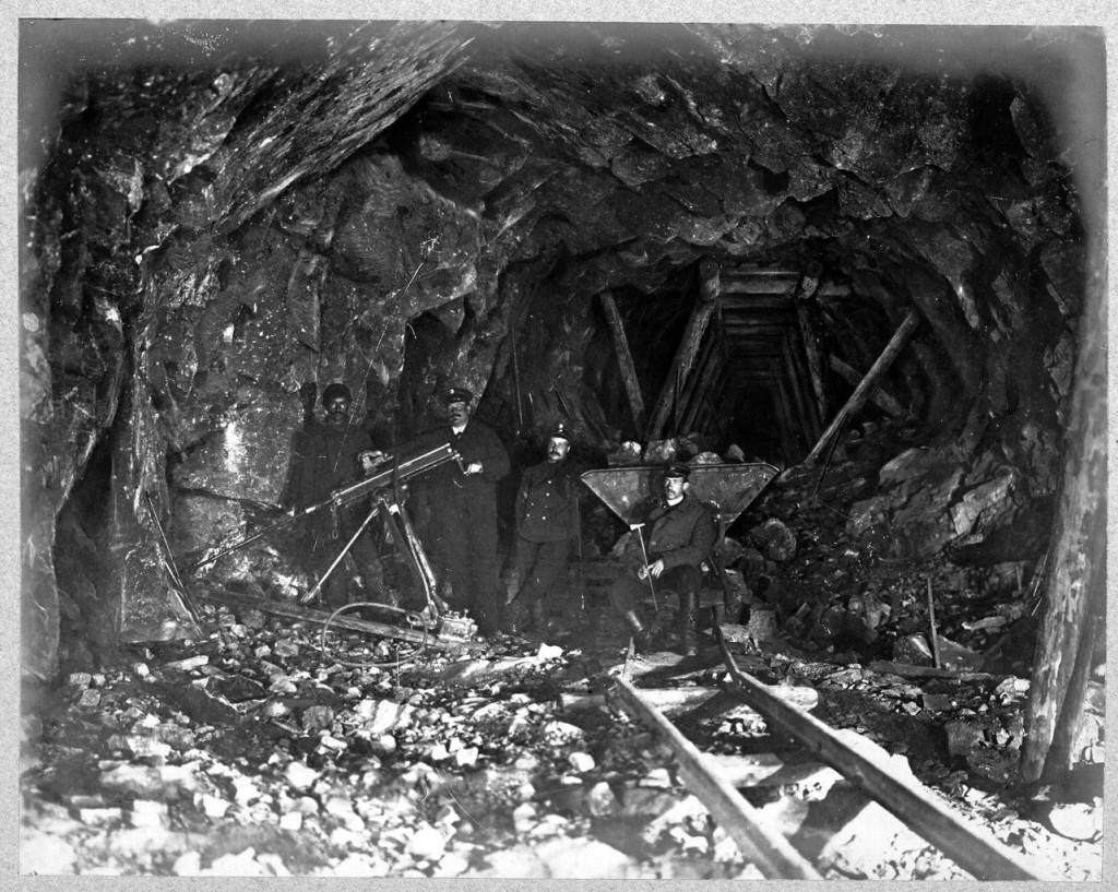 26 Машинное бурение в тоннеле