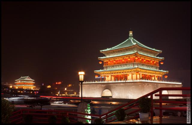 Вид на Колокольную и Барабанную башни, Сиань