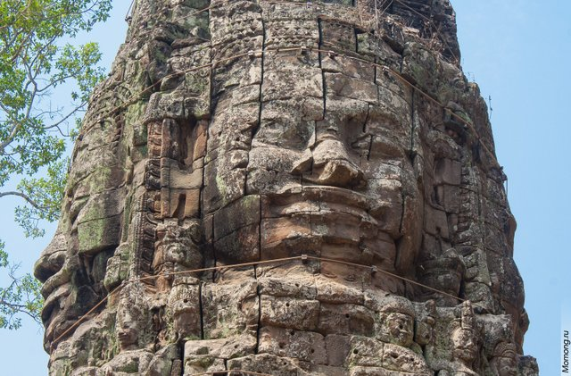 Храм Байон знаменит уникальными скульптурами