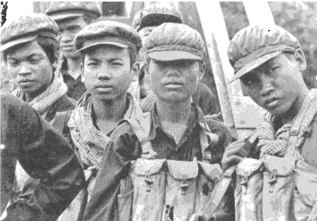 """Молодые бойцы """"красных кхмеров"""""""