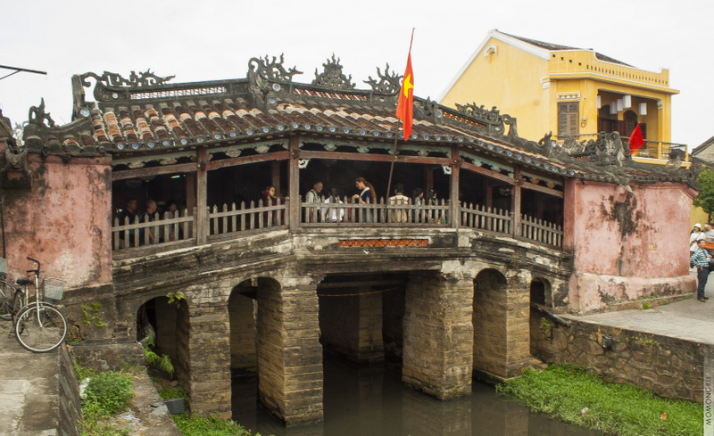 Крытый японский мост 1593 года постройки. Авторы - японская община Хой Ана.