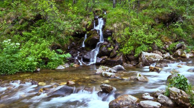 Водопад в начале тропы на Черского