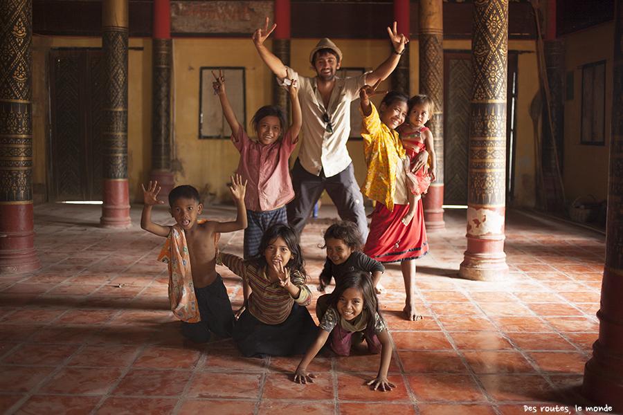 Келиг и дети. Кратьэх, Камбоджия