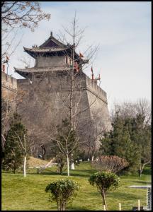 Городская стена города Сиань и одна из башен