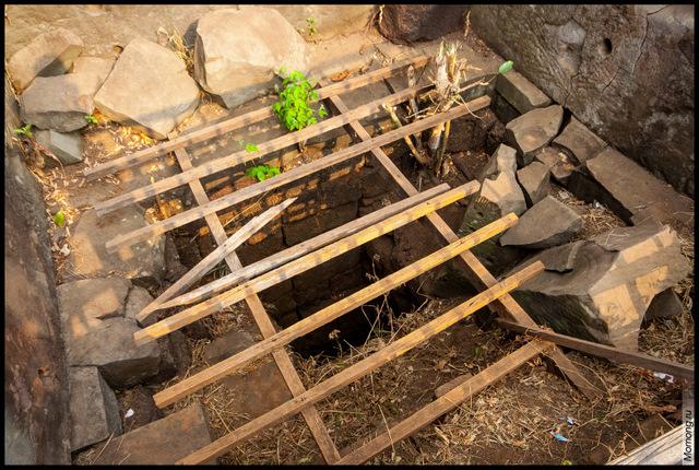 Тот самый колодец, или шахта на вершине пирамиды Пранг