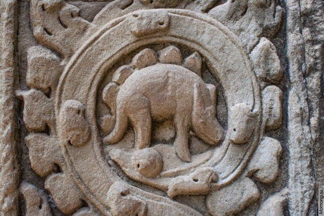Изображение Стегозавтра на стене одного из храмов Та Пром